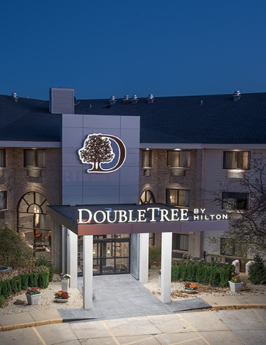 Doubletree by Hilton Racine Harbourwalk 1 of 8