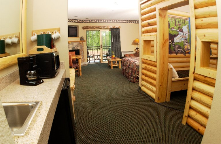 Great Wolf Lodge Kid Cabin Suite 12 of 17