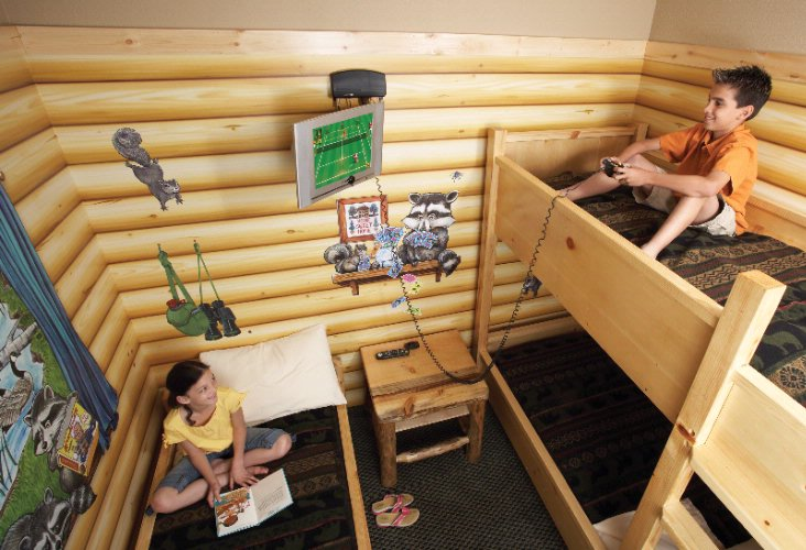 Great Wolf Lodge -Kid Cabin Suite 5 of 17