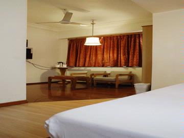 Executive Room 6 of 9