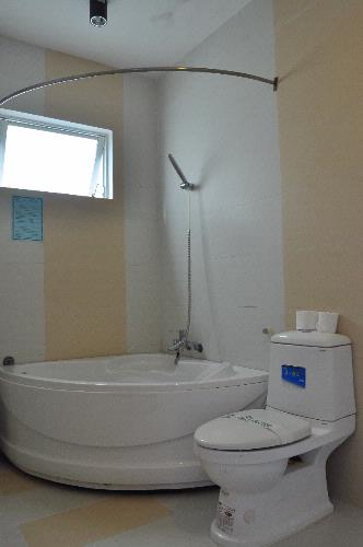 Toilet With Tub 10 of 15