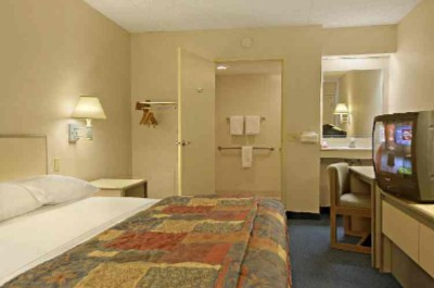 Accessible Rooms Available Upon Request 6 of 11