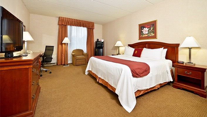 Executive King Guestroom 4 of 12