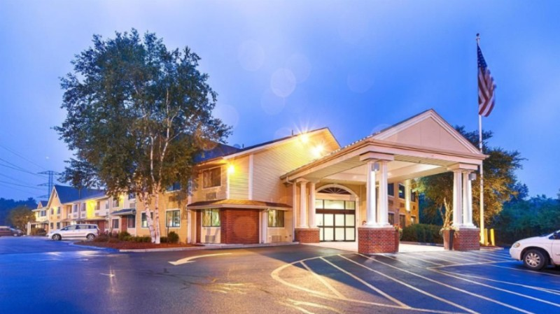 Best Western Plus The Inn at Sharon / Foxboro 1 of 13