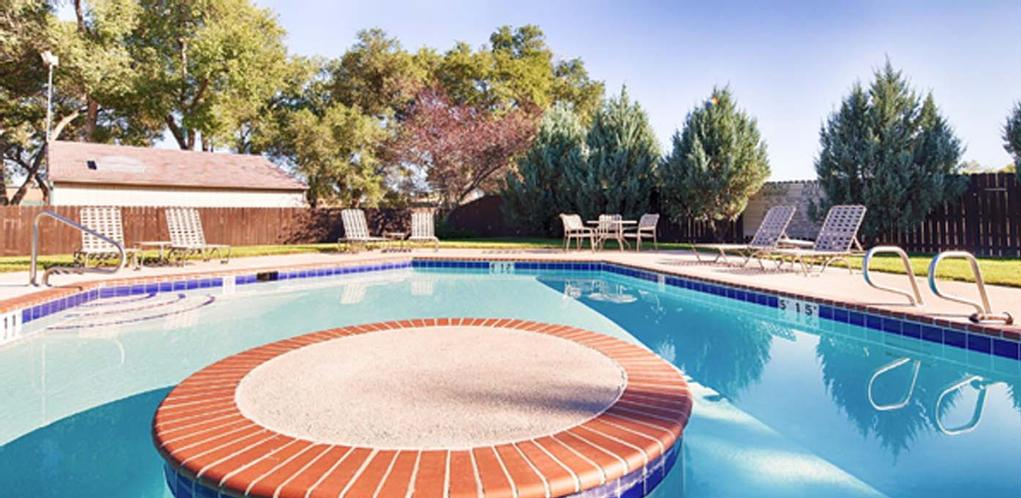 Outdoor Pool 17 of 17