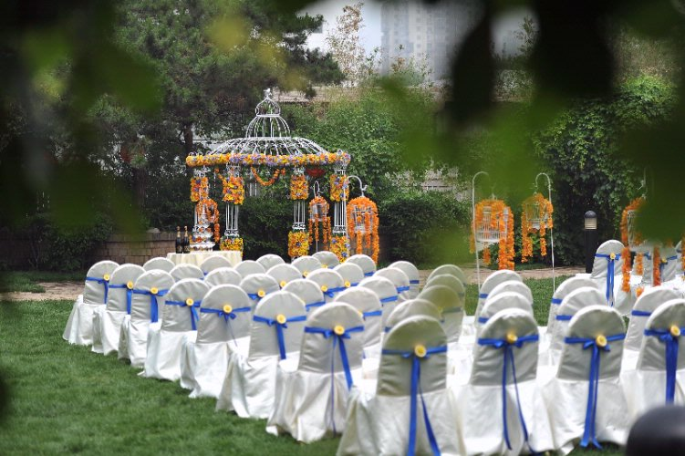Royal Garden Wedding Ceremony 15 of 18