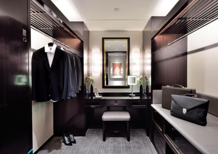 Deluxe Room Dressing Room 4 of 20