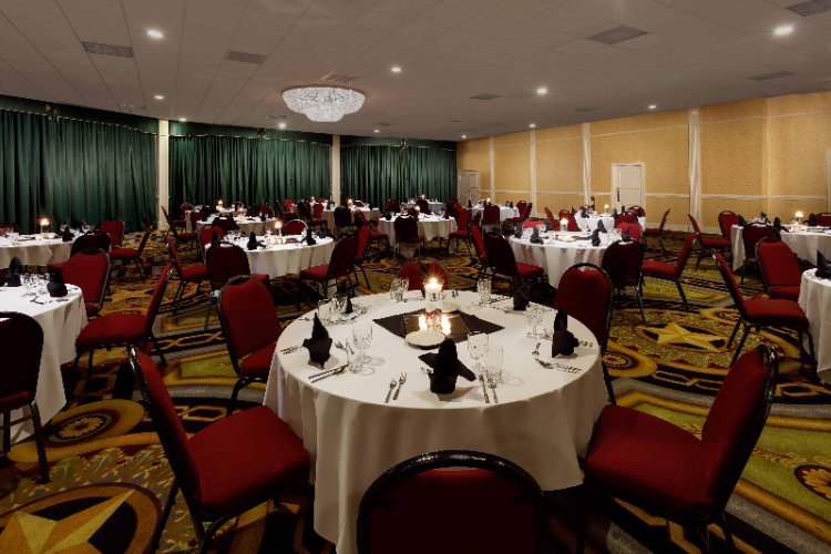 Grand Ballroom Accommodates Up To 1000 Attendees 6 of 11