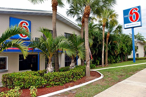 Motel 6 Ft. Lauderdale 1 of 6