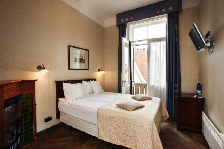 Barons Hotel Standard Room 14 of 16
