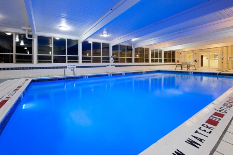Holiday Inn Express Suites Pittsburgh West Pittsburgh Pa 875 Greentree Rd 15220