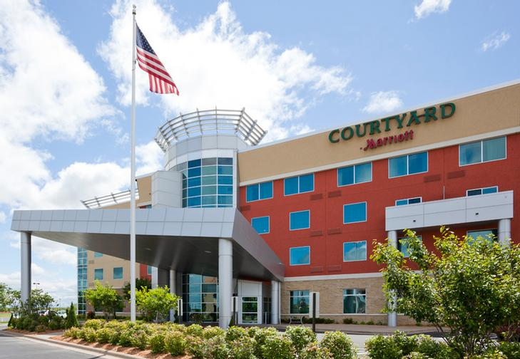 Courtyard by Marriott Maple Grove / Arbor Lakes 1 of 9