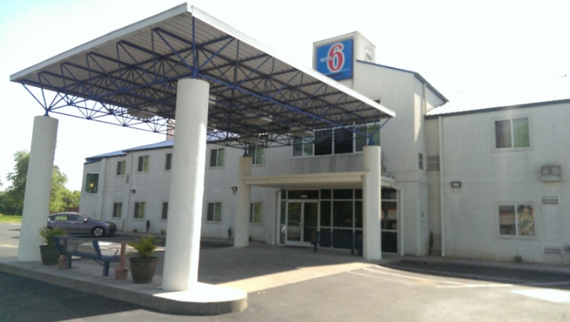 Motel 6 Athens 1 of 15