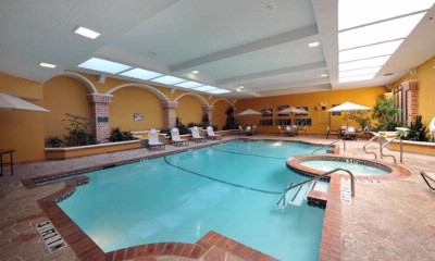 Indoor Swimming Pool And Jacuzzi 7 of 13