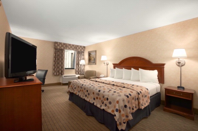 Baymont Inn & Suites Indianapolis South 1 of 8