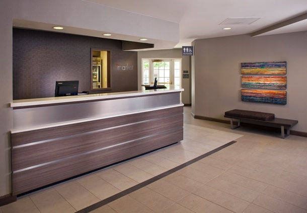 Lobby Entrance And Front Desk 2 of 16
