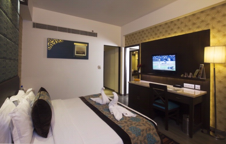 Executive Suite Room 4 of 22