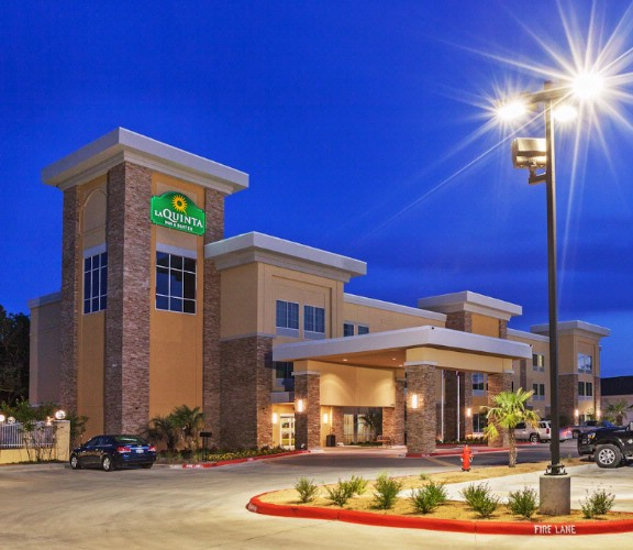 La Quinta Inn & Suites Beeville 1 of 16