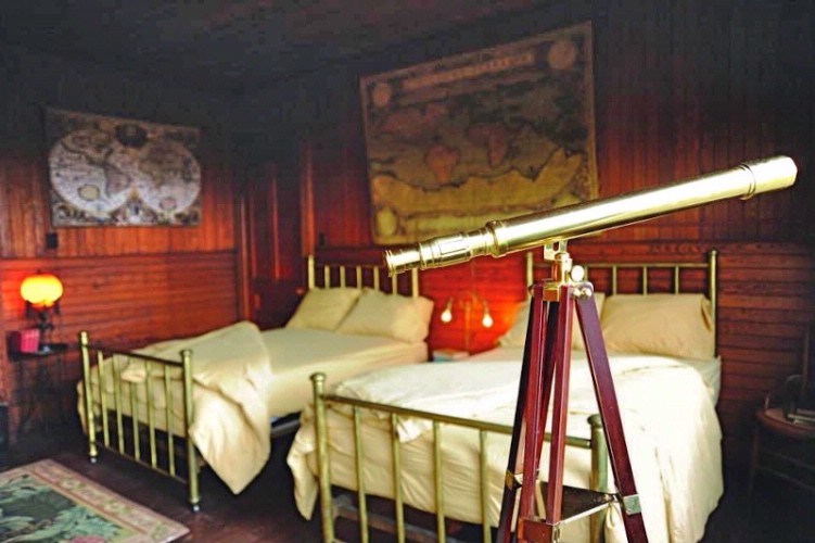 Jules Verne Room 2 Full Size Beds 11 of 16