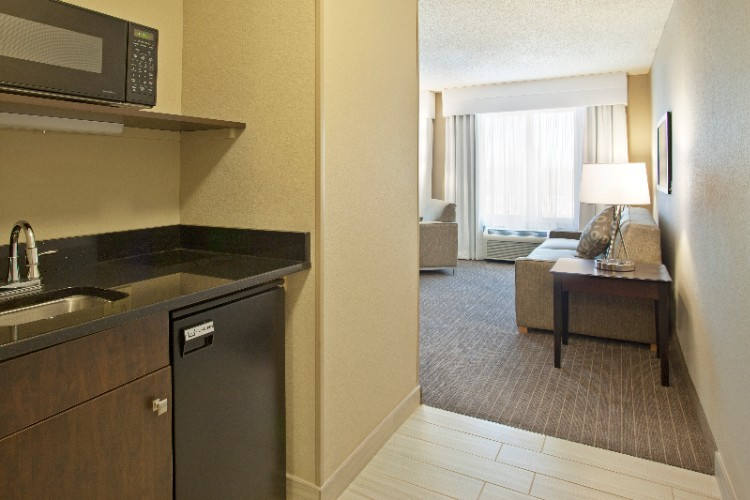 Featuring Our 2 Rm King Sized Guest Suite Great For Exteneded Stays. Suites Also Feature A Wet Bar Including Sink Microwave And Refridgerator. 6 of 19