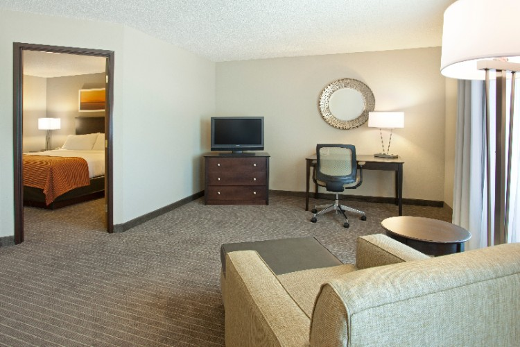 Featuring Our 2 Rm King Sized Guest Suite Great For Exteneded Stays. Suites Also Feature A Wet Bar Including Sink Microwave And Refridgerator. 7 of 19