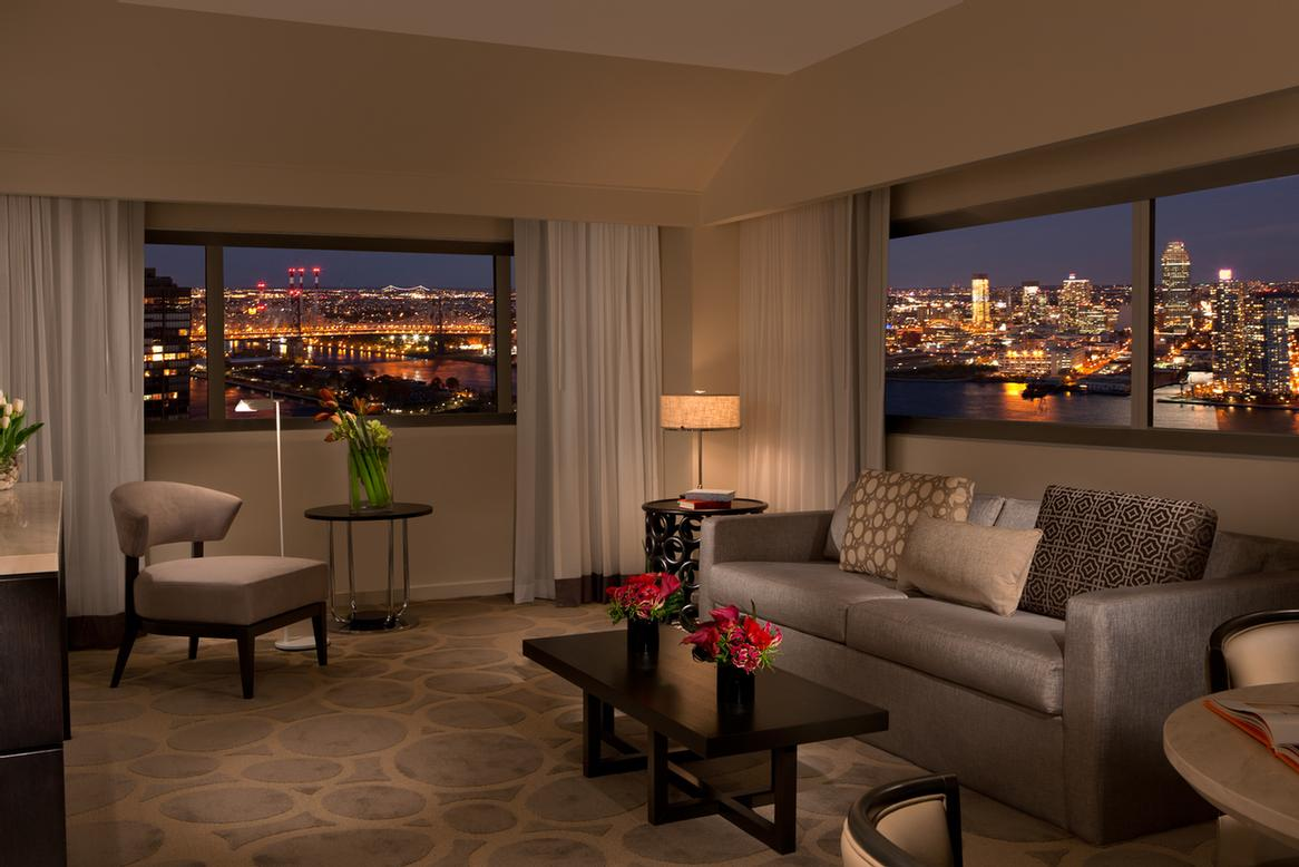Suite View 13 of 24