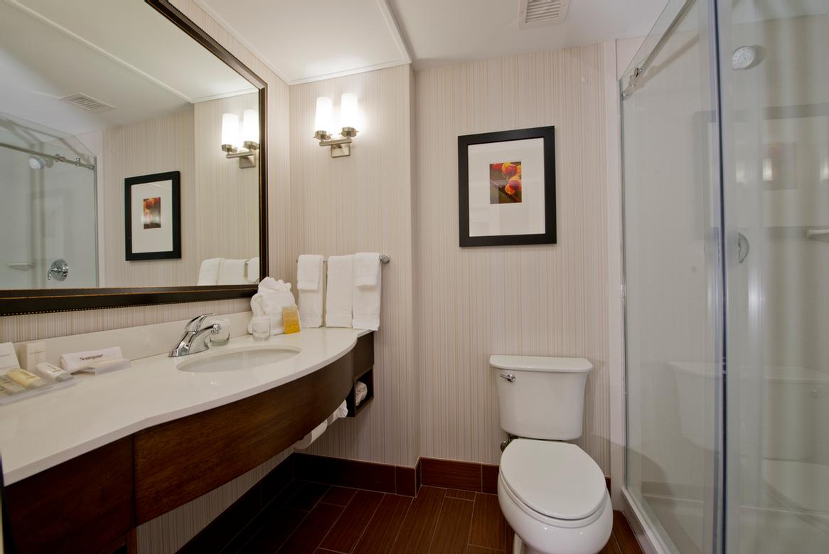 King Guest Bathroom 27 of 30
