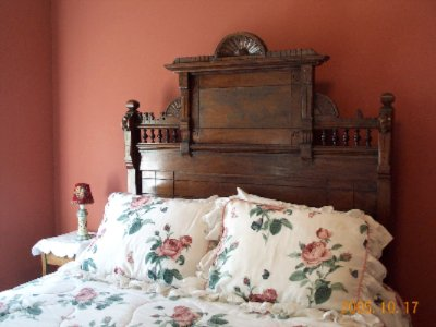 The Oak Room Antique Queen Bed 4 of 11