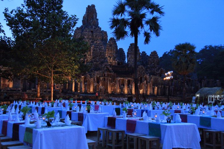 Dinner At Bayon Temple 31 of 31