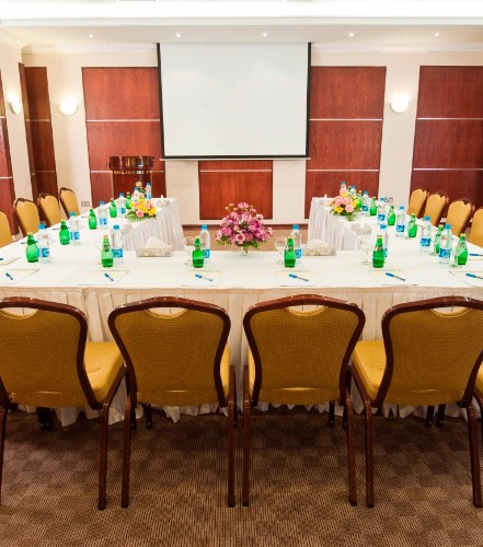 Retaj Al Rayyan Al Diwan Meeting Room 3 of 25