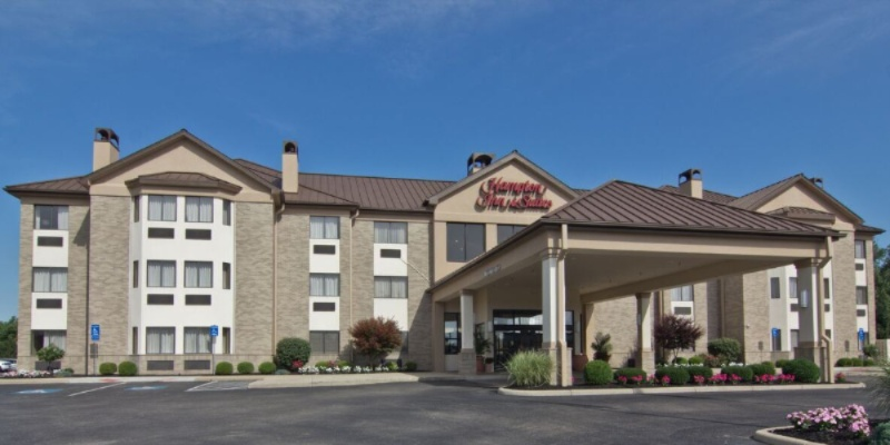 Hampton Inn & Suites Front Of Hotel 2 of 14