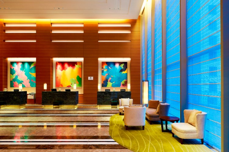 Front Desk & Lobby 8 of 10