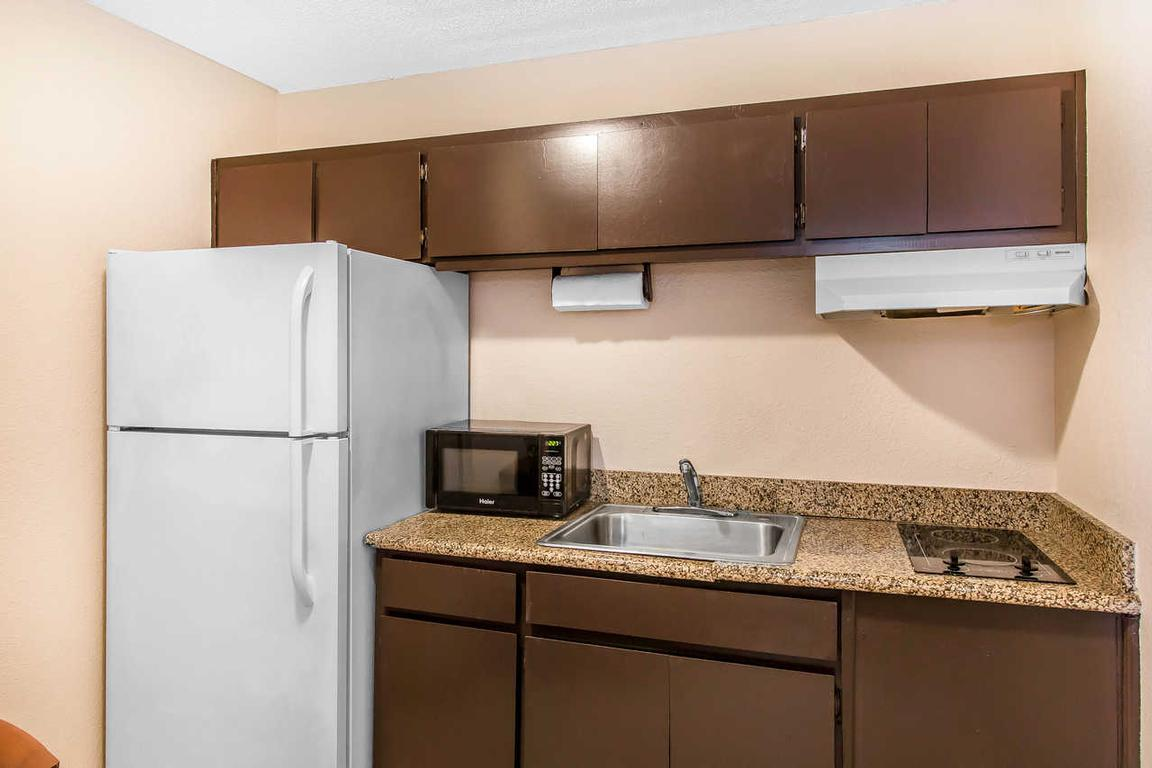 Quality Inn Hinesville Rooms With Kitchen 9 of 11