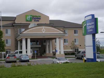Holiday Inn Express & Suites Wichita Airport 1 of 14