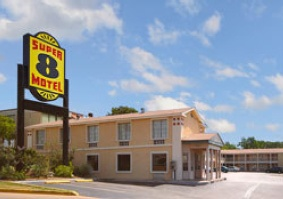 Super 8 Austin / Downtown / Capitol Area 1 of 8