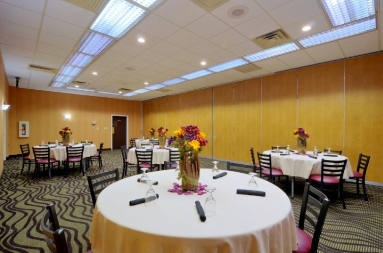 Banquet Room 3 of 9