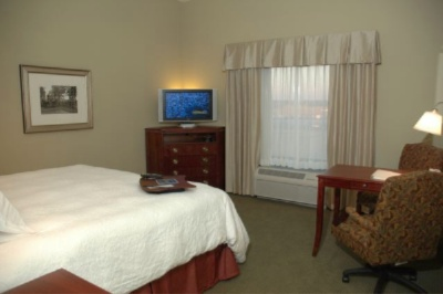 Our Guest Rooms Feature The Hampton Cloud Nine Bedding Package Lap Desk And Modern Accents 10 of 11