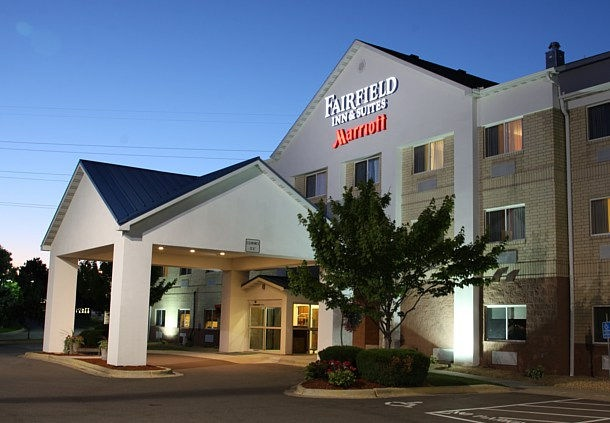 Fairfield Inn & Suites 1 of 14