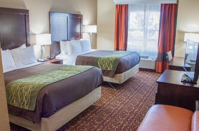 Comfort Inn & Suites Artesia 1 of 31