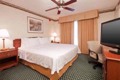 Relax In Our Spacious One Bedroom King Suite. 3 of 14
