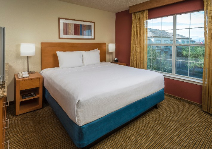 Get A Great Night Sleep On The Hyatt Grand Bed 7 of 14