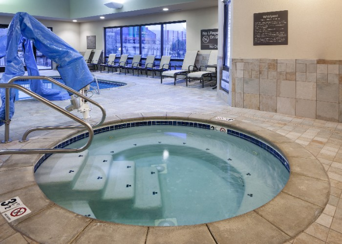 Indoor Pool & Hot Tub 15 of 18