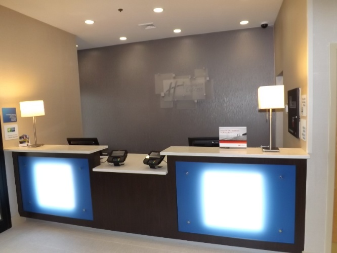 Front Desk 4 of 11