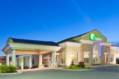 Holiday Inn Express Woodstock Exterior -Entrance / Lobby