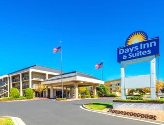 Days Inn & Suites Albuquerque 1 of 17