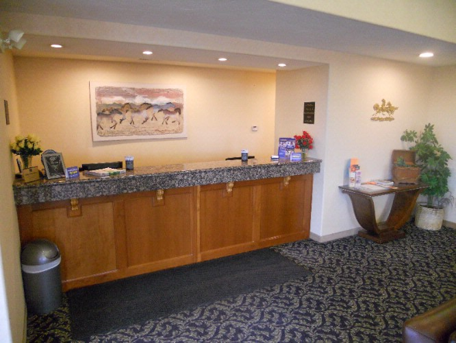 Front Desk 4 of 6