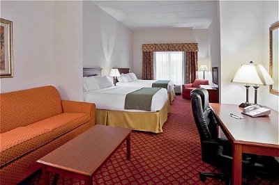 Spacious Guest Rooms With Separate Seating Area 3 of 23