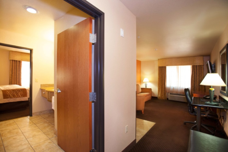 2 Room Suite 13 of 38