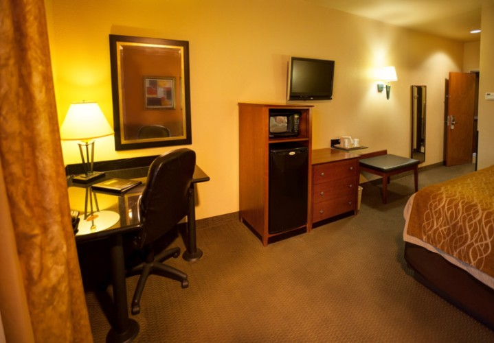 King Mini Suite With Pull Out Sofa 24 of 38