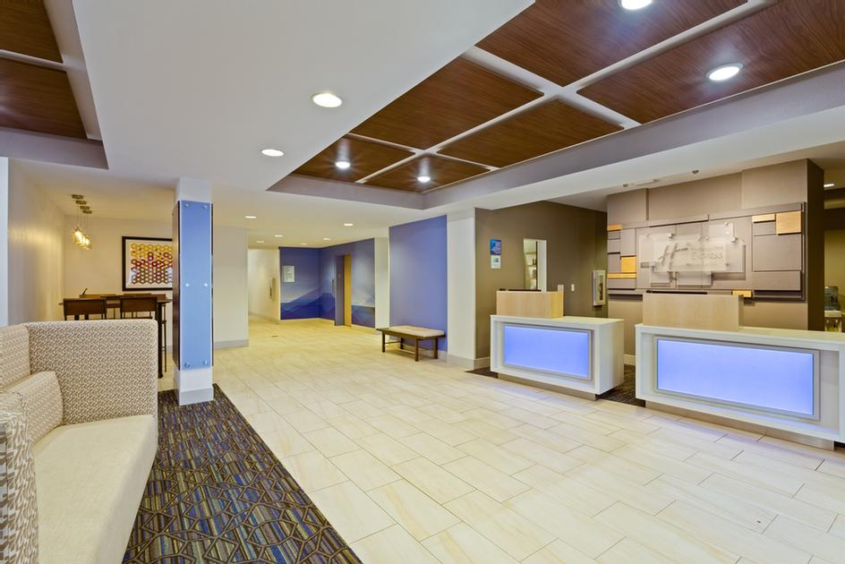 Lobby/front Desk 3 of 7